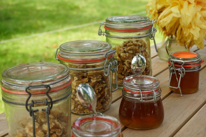 Honing en noten picknick Hoefwoning Maasland